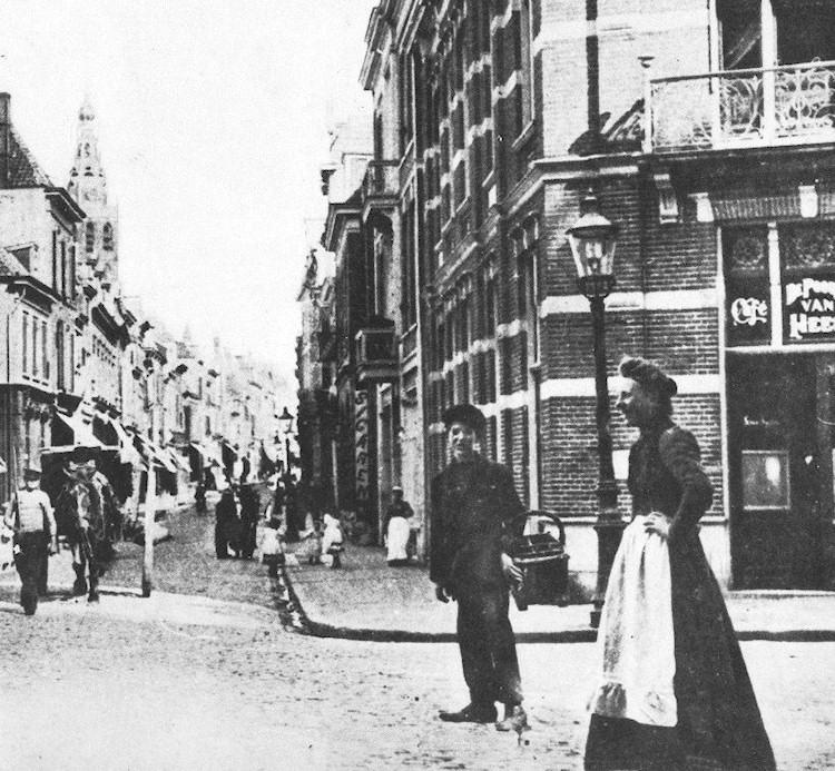 De lange hezelstraat circa 1900 rechts gedeeltelijk for Cafe de poort utrecht